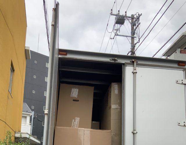 繁忙期真っ最中の家具配送